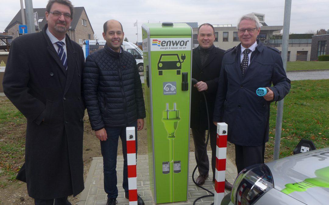 Einweihung der Ladesäule auf dem deutschen Parkplatz